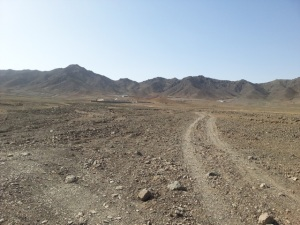 """Die """"Wüste"""" von Ashab Baba, wo eigentlich Häuser für die Zwangsumgesiedelten von Ainak entstehen sollten. Obaid Ali/AAN."""