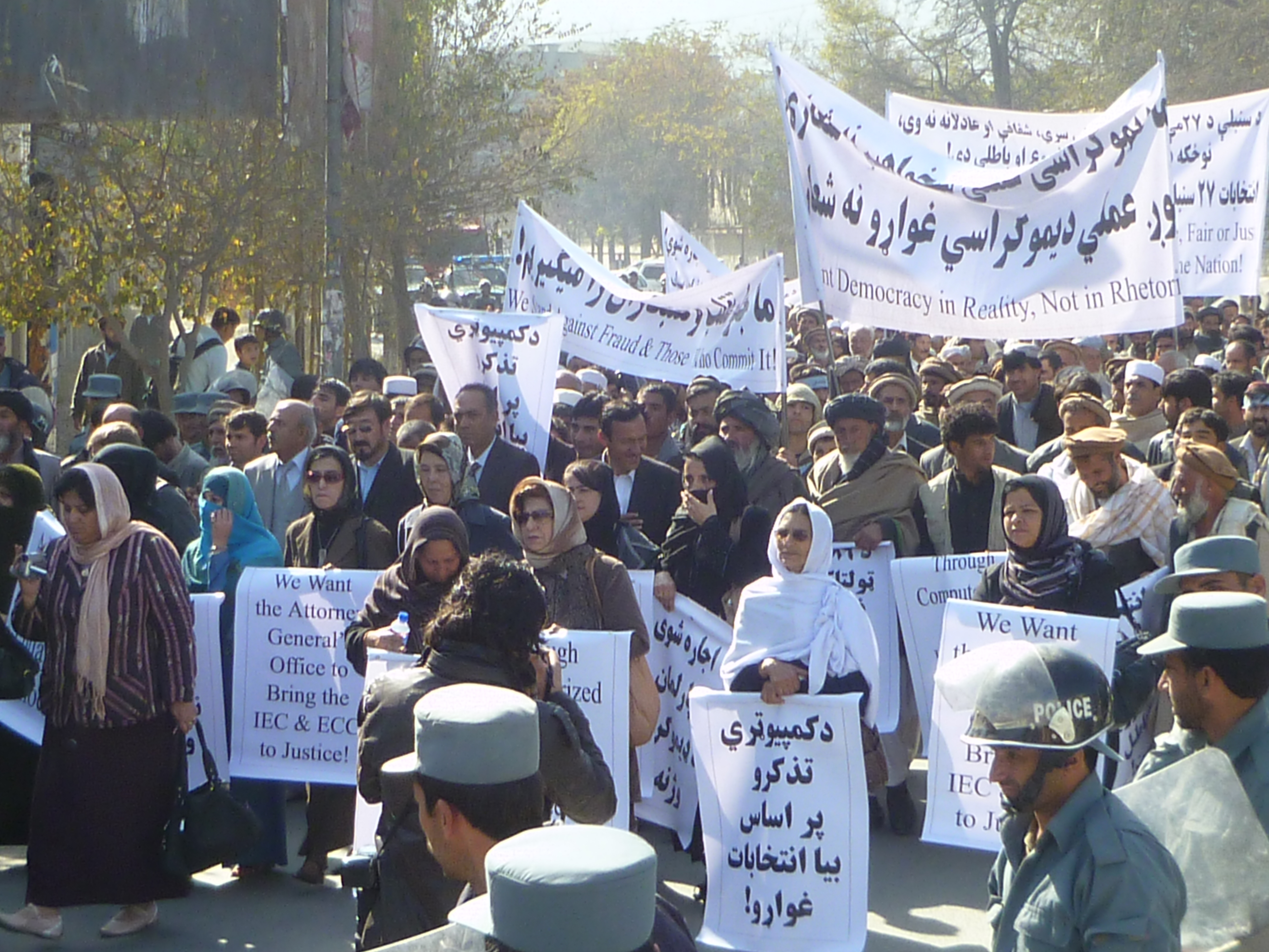 Pro-Demokratie-Demo in Kabul demo 2013. Foto: Obaid Ali/AAN, 2013.